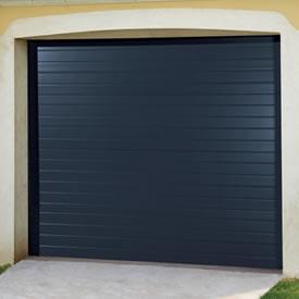 Nos équipes vous proposent la porte de garage enroulable ou la porte de garage sectionnelle.