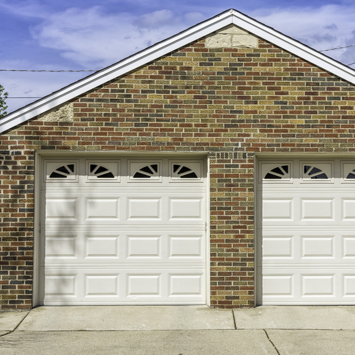 AZ Menuiserie : des portes de garage pas cher et durables !